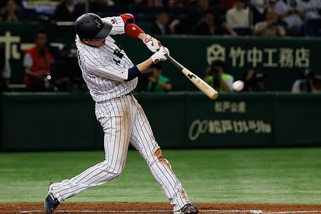 日本代表でヒットを放ち、好成績を残す坂本勇人選手。
