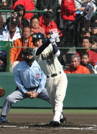 甲子園で活躍する高校時代の坂本勇人選手。