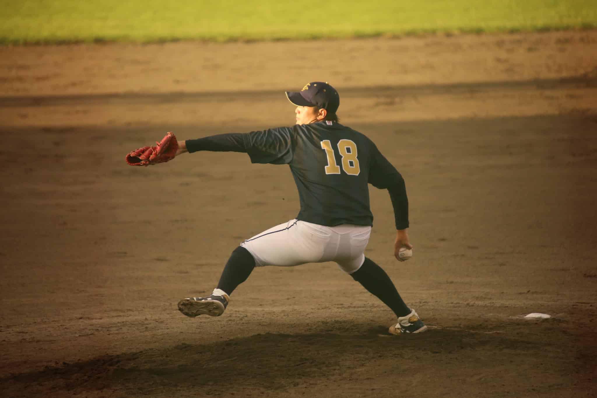 投げる大道投手。