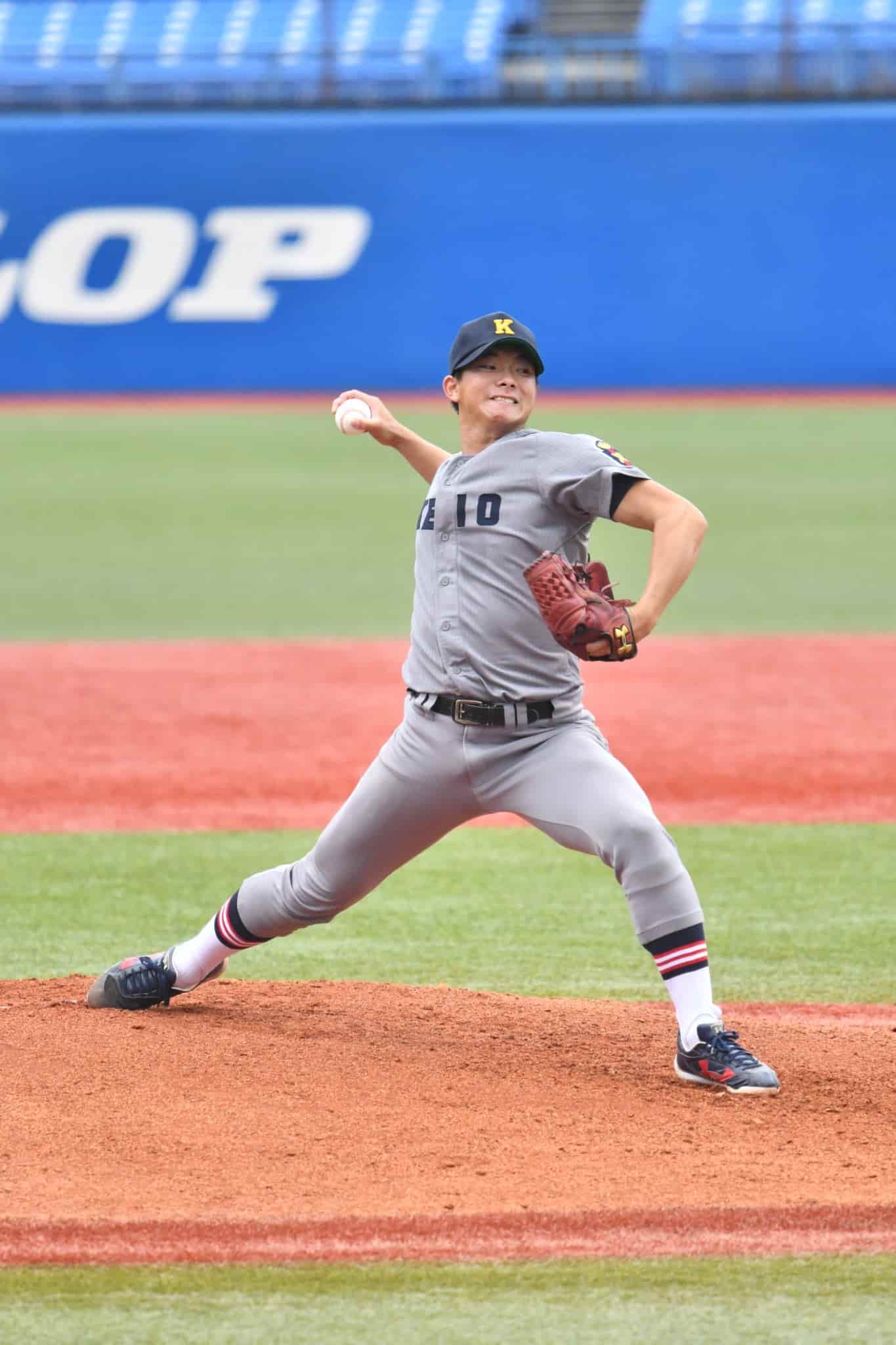 投げる木澤投手。